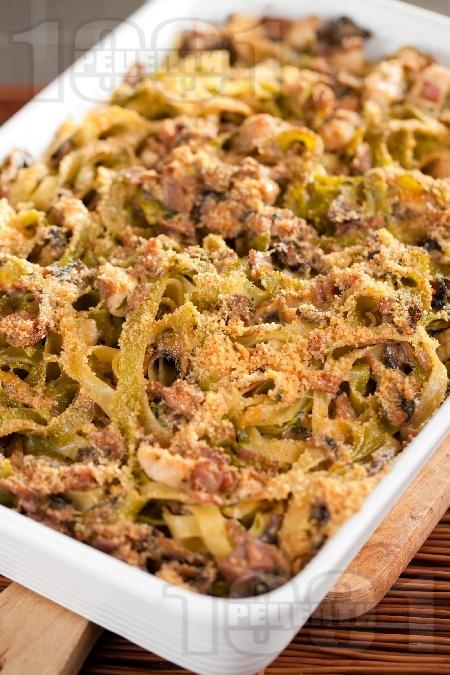 Талятели с пиле, сметана, шунка, сирене пармезан и гъби на фурна - снимка на рецептата